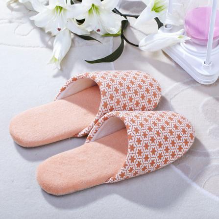 舒适防滑菱形包头软底拖鞋(女)